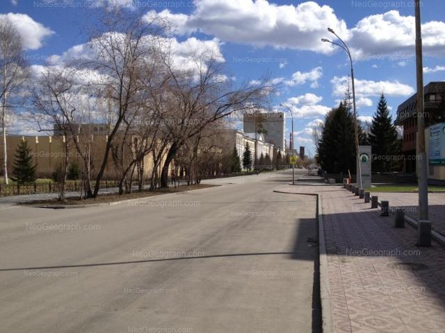 Адрес(а) на фотографии: улица Софьи Ковалевской, 17, 18, 20, Екатеринбург