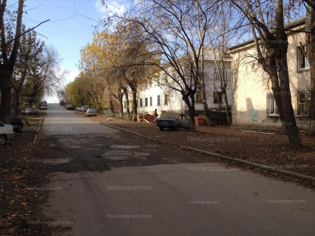 Адрес(а) на фотографии: улица Зои Космодемьянской, 43, 45, 47, Екатеринбург