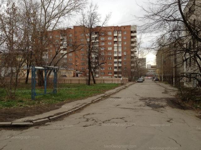 Адрес(а) на фотографии: улица 8 Марта, 78Б, 80, 82, 82б, Екатеринбург