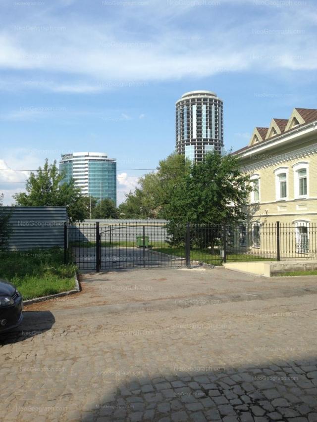 Адрес(а) на фотографии: улица Октябрьской Революции, 56, Екатеринбург