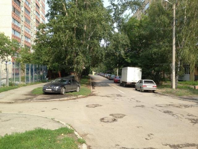 Address(es) on photo: Stachek street, 61, 70, Yekaterinburg
