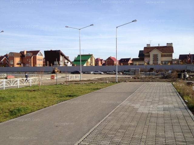 Адрес(а) на фотографии: Кольцевая улица, 61, 76, 80, 82, 84, Екатеринбург