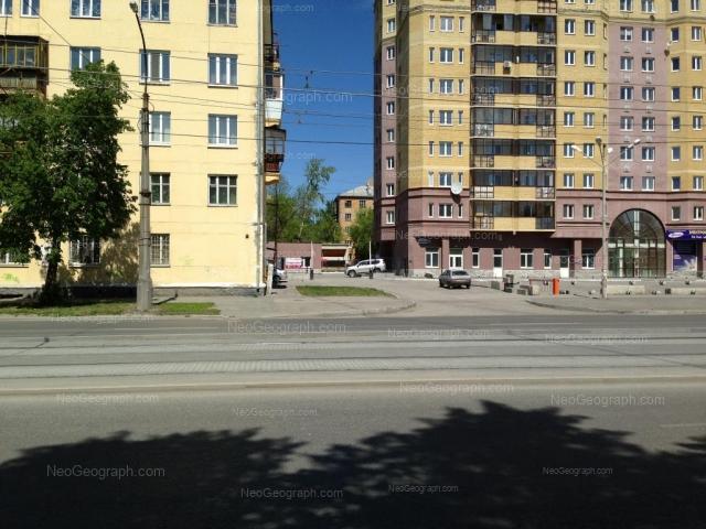Адрес(а) на фотографии: улица Машиностроителей, 30, 32, Екатеринбург