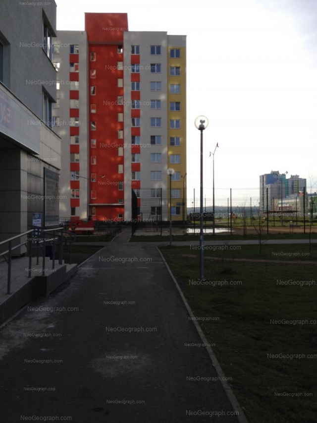 Адрес(а) на фотографии: улица Павла Шаманова, 24, 26, Екатеринбург