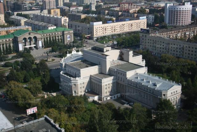 Адрес(а) на фотографии: проспект Ленина, 46А, 48, 51, 53, 69/1, Екатеринбург