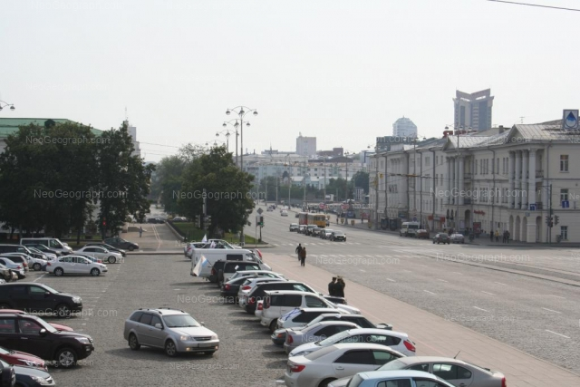 Адрес(а) на фотографии: проспект Ленина, 26, 28, 33, Екатеринбург