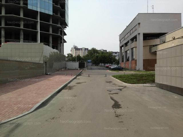 Адрес(а) на фотографии: улица Бориса Ельцина, 1, 3, Екатеринбург