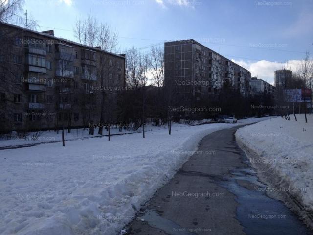 Адрес(а) на фотографии: улица Серафимы Дерябиной, 13, 17, 21, Екатеринбург