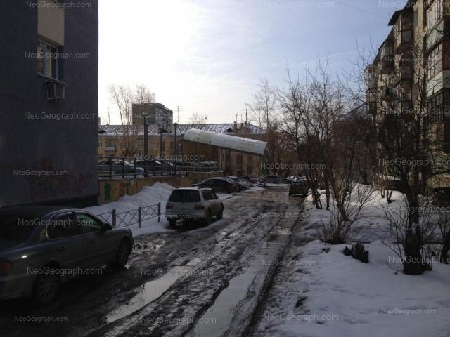 Адрес(а) на фотографии: улица Лодыгина, 2, 4, Екатеринбург
