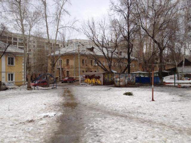 Адрес(а) на фотографии: улица Лобкова, 10, 12, 14, Екатеринбург