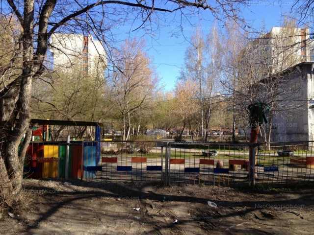 Адрес(а) на фотографии: улица Пальмиро Тольятти, 15Г, 15Д, Екатеринбург