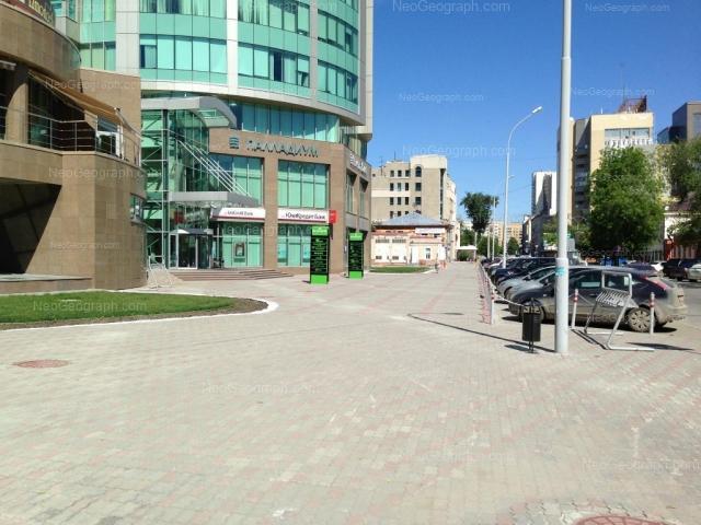 Адрес(а) на фотографии: улица Хохрякова, 3, 4, 6, 10, Екатеринбург