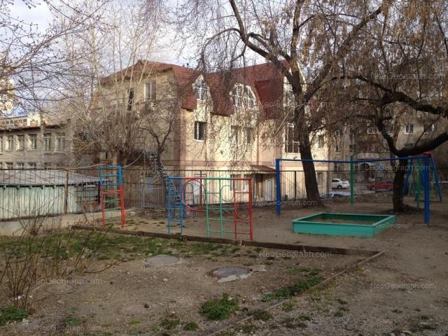 Адрес(а) на фотографии: улица Азина, 18Б, 18К, Екатеринбург