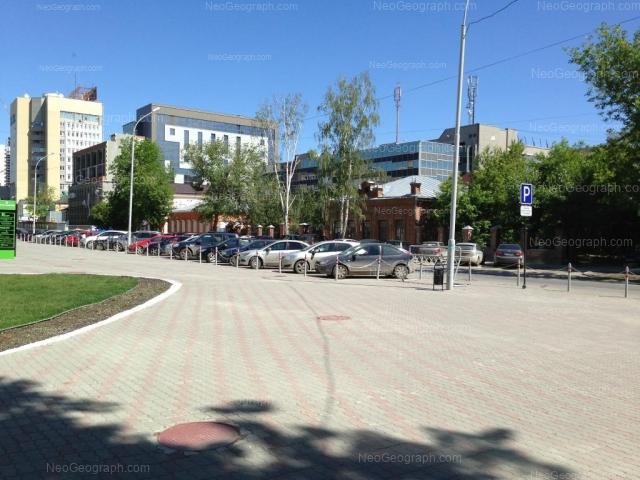 Адрес(а) на фотографии: улица Хохрякова, 5, 9, Екатеринбург