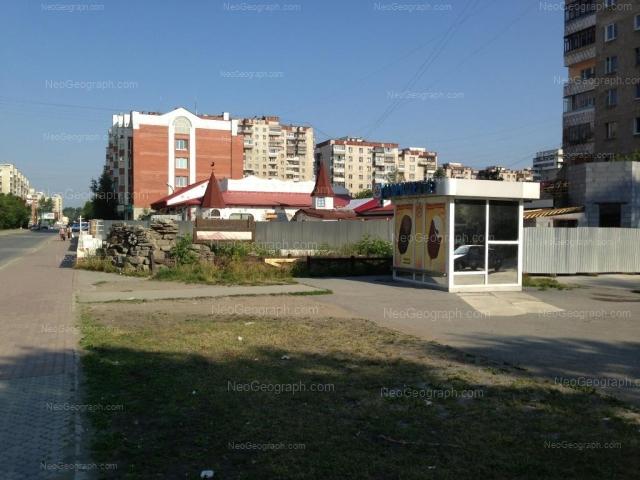 Адрес(а) на фотографии: улица Уральских Рабочих, 26, 28, Екатеринбург