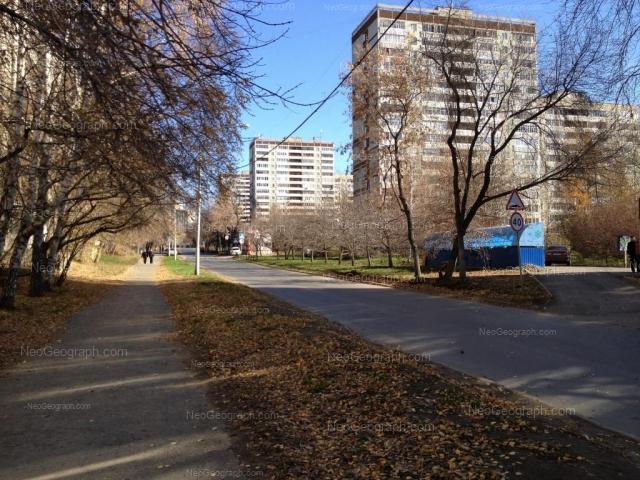 Адрес(а) на фотографии: улица Большакова, 13, 17, Екатеринбург