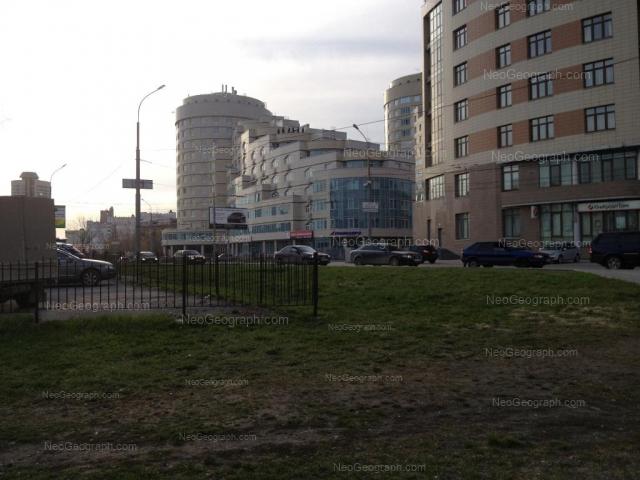 Адрес(а) на фотографии: улица Николая Никонова, 4, 6, 8, Екатеринбург