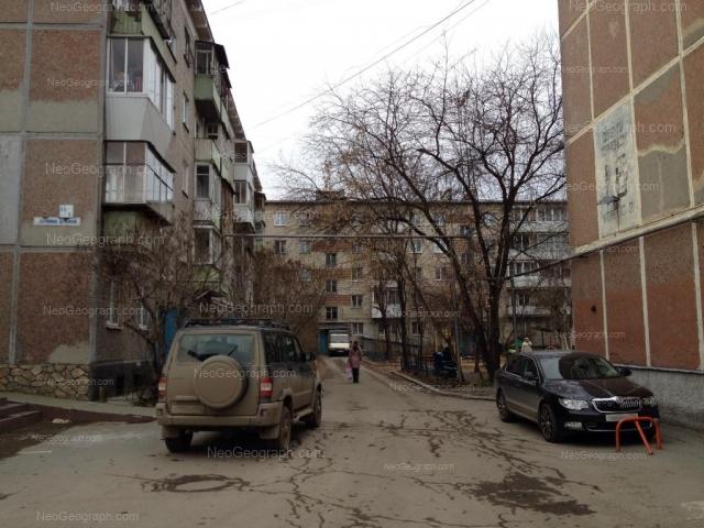 Адрес(а) на фотографии: улица Серафимы Дерябиной, 13, 15/1, Екатеринбург