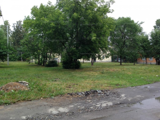 Адрес(а) на фотографии: улица Калинина, 73, 75, Екатеринбург