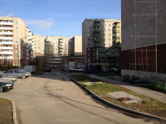 Адрес(а) на фотографии: улица Крестинского, 11, 19, 23, Екатеринбург