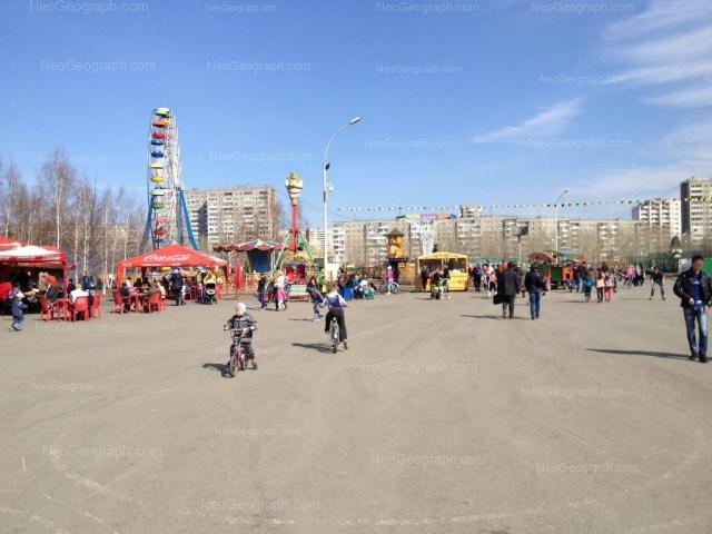 Адрес(а) на фотографии: улица Бебеля, 148, 152, 154, Екатеринбург