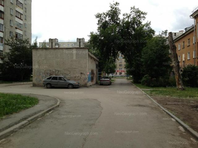 Адрес(а) на фотографии: улица Уральских Рабочих, 49, 50А, 51, Екатеринбург