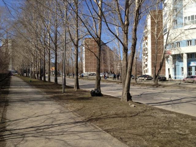 Адрес(а) на фотографии: улица Пехотинцев, 17, 18, 19, 21а, Екатеринбург