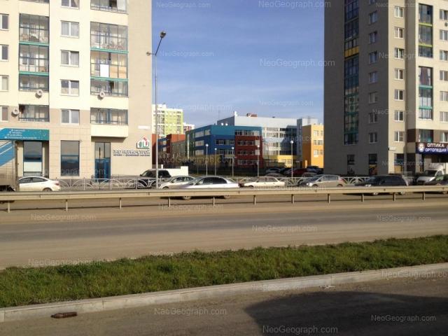 Адрес(а) на фотографии: улица Павла Шаманова, 24, 26, 28, Екатеринбург