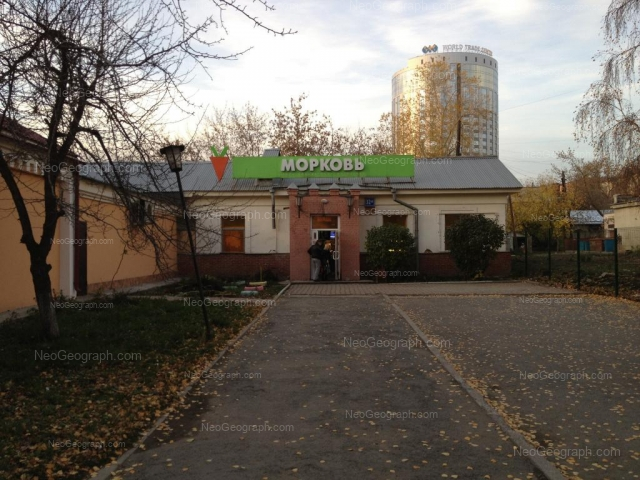 Адрес(а) на фотографии: улица Декабристов, 30, 32А, Екатеринбург