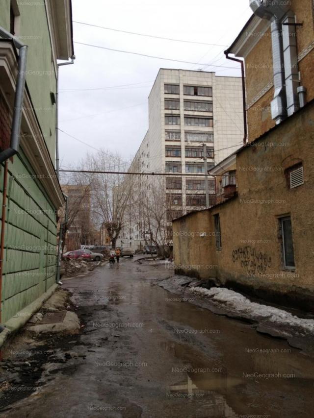Адрес(а) на фотографии: улица Старых Большевиков, 15, Екатеринбург