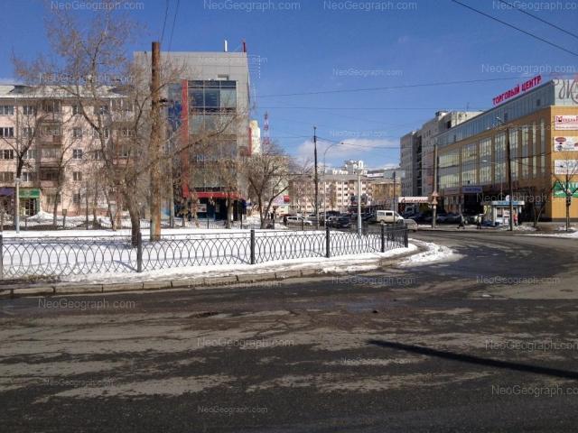 Адрес(а) на фотографии: улица Пальмиро Тольятти, 19, 20, 24, 32, Екатеринбург