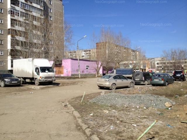 Адрес(а) на фотографии: улица Пехотинцев, 12, 13, 15, Екатеринбург