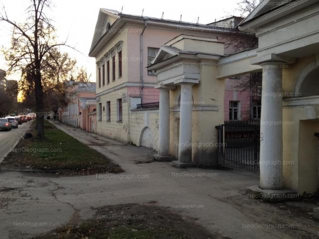 Адрес(а) на фотографии: улица Декабристов, 38, 40, Екатеринбург