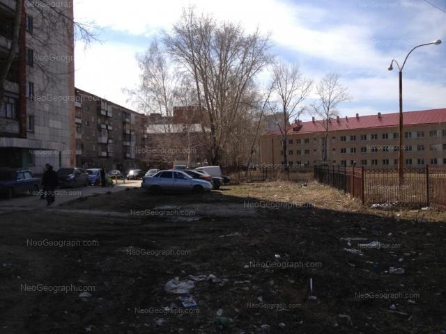 Адрес(а) на фотографии: улица Пехотинцев, 4, 4а, 6, Екатеринбург