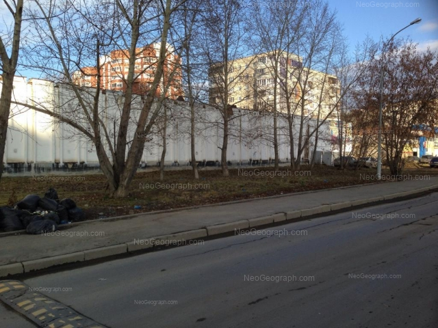 Адрес(а) на фотографии: улица Ткачей, 12, 14, Екатеринбург