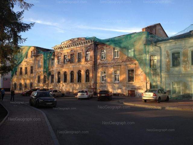 Адрес(а) на фотографии: Первомайская улица, 1, 1в, Екатеринбург