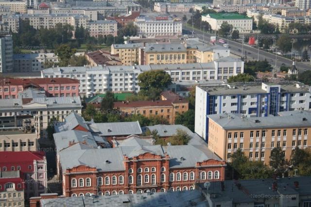 Адрес(а) на фотографии: улица Толмачёва, 10, 11, 13, Екатеринбург