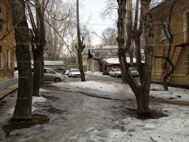 Адрес(а) на фотографии: улица Лобкова, 12, 14, Екатеринбург