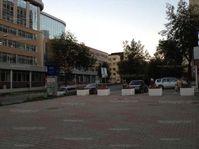 Адрес(а) на фотографии: улица Мамина-Сибиряка, 101, 111, Екатеринбург