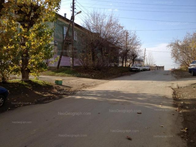 Адрес(а) на фотографии: улица Зои Космодемьянской, 42, 44, Екатеринбург