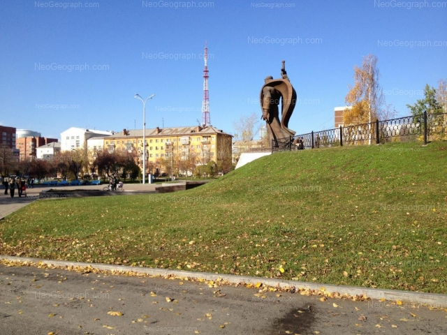 Адрес(а) на фотографии: площадь Обороны, 1, Екатеринбург