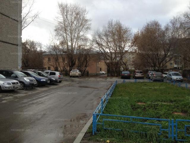 Адрес(а) на фотографии: улица 8 Марта, 125, 127, 129А, Екатеринбург
