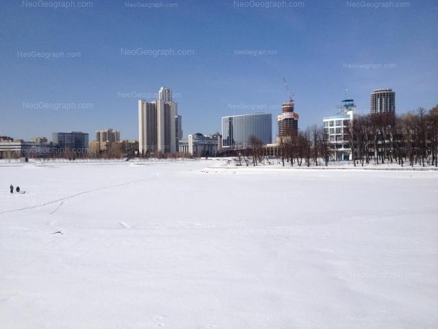 Адрес(а) на фотографии: Октябрьская площадь, 1, 3, Екатеринбург