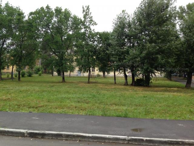Адрес(а) на фотографии: улица Калинина, 74, 75, 77, Екатеринбург