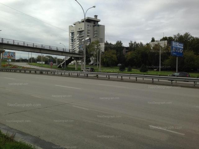 Адрес(а) на фотографии: улица Токарей, 58 к1, 60 к1, 68, Екатеринбург