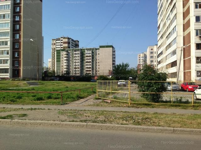 Адрес(а) на фотографии: улица Уральских Рабочих, 19, 21, Екатеринбург