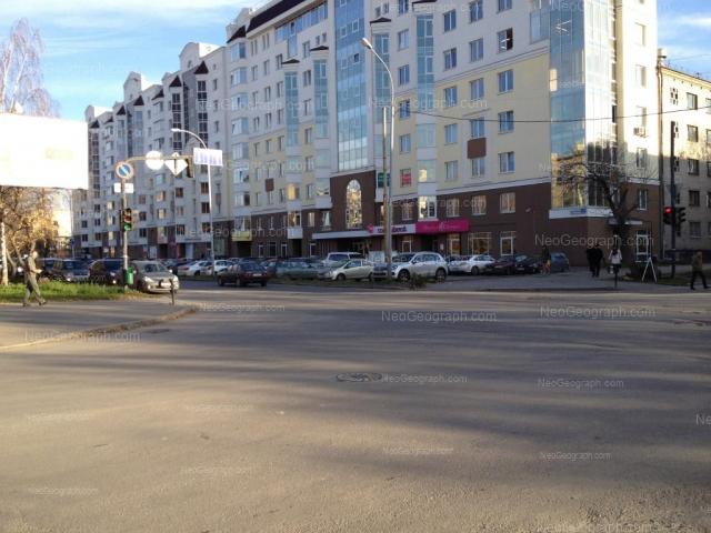Адрес(а) на фотографии: улица Большакова, 75, 79, Екатеринбург
