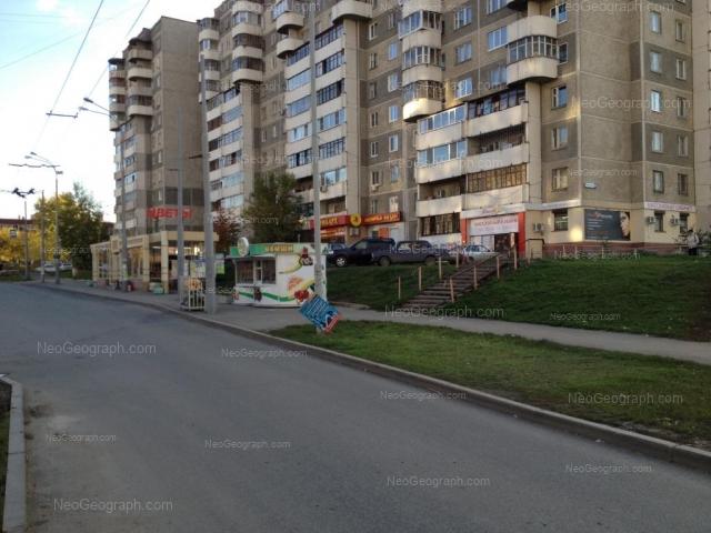 Адрес(а) на фотографии: улица Крестинского, 27, 33, Екатеринбург