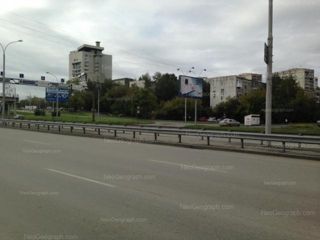Адрес(а) на фотографии: улица Токарей, 56 к1, 58 к1, 68, Екатеринбург