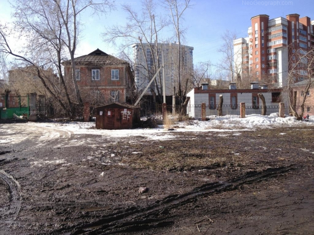 Address(es) on photo: Energostroiteley street, 2, 4/2, 11, Yekaterinburg